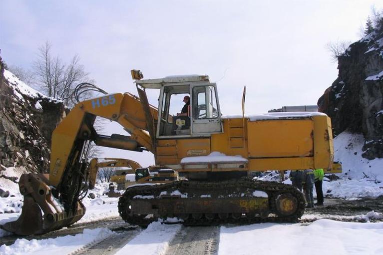 excavator-DEMAG767x511